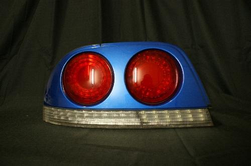 LED基板の色とテールランプカバーの色